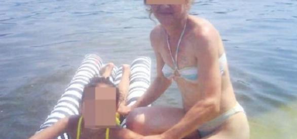 FETIŢĂ de 9 ani VÂNDUTĂ pentru SEX în Spania chiar de MAMA ei