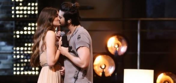 Os dois jovens se beijaram durante as gravações