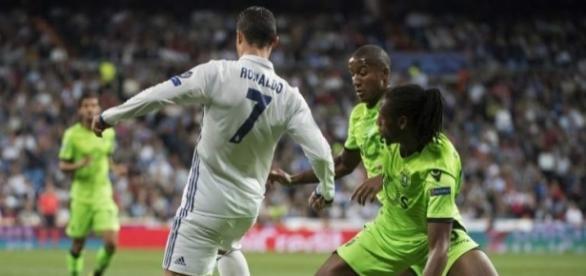 A estrela de Cristiano Ronaldo brilhou mais uma vez depois de uma cobrança de falta precisa