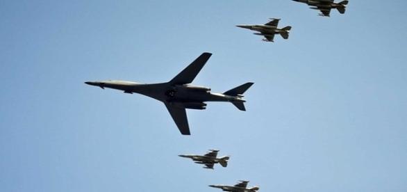 Aviões bombardeiros dos Estados Unidos da América.