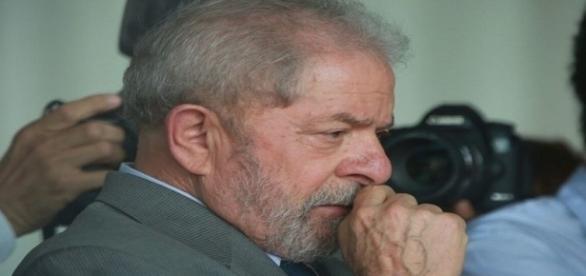 Lula estava no Hotel Mercure, em São Paulo participando de uma reunião do conselho político do PT ao saber de sua denúncia.