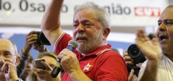 Lula se emocionou ao se defender