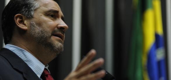 Paulo Pimenta se revolta com procuradores da Lava Jato