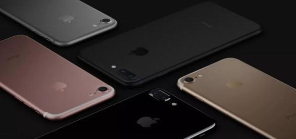 Modelos preto, dourado, rosa e prateado do iPhone 7 Plus