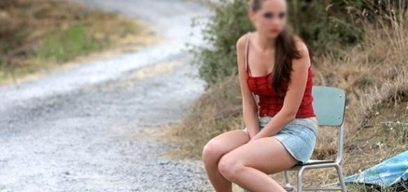 A plecat din România să lucreze ca BADANTĂ dar a fost obligată să se PROSTITUEZE