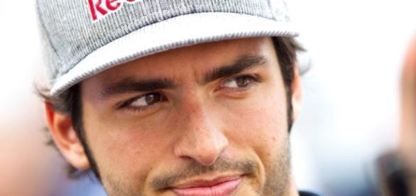 Carlos Sainz durante un GP en 2016