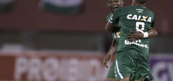 De virada, Chapecoense derrota o Fluminense no Rio (Foto: Lancepress)