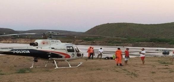 Foto do local da tragédia e da equipe de busca.