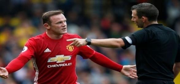'Man United fans totally lose it with Wayne Rooney after defeat to Watford' - Mirror