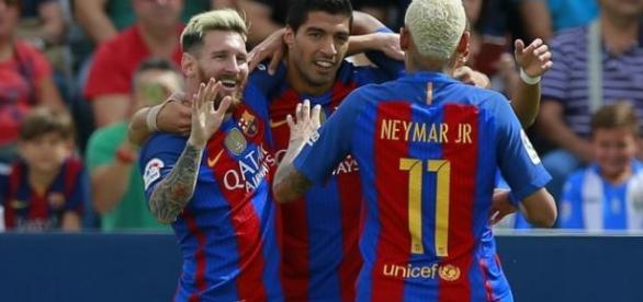 Messi, Suáres e Neymar, atacantes do Barcelona, comemoram mais um gol