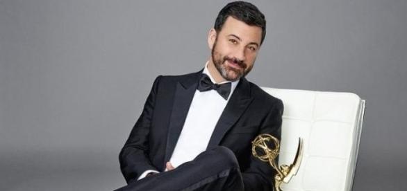 O comediante Jimmy Kimmel será o mestre de cerimônia do Emmy Awards 2016.