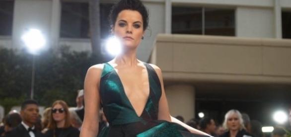 O E! vai mostrar, ao vivo, a chegada das principais estrelas da TV americana à festa de entrega do Emmy.