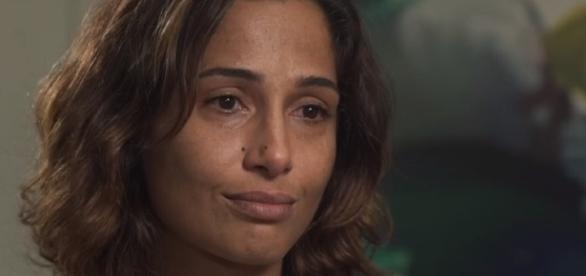 Camila Pitanga dá entrevista ao Fantástico.