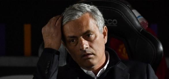 Mourinho slams football 'Einsteins' - yahoo.com