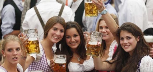 Oktoberfest 2012 - Frauen anbaggern, die die Schürze - Oktoberfest ... - sueddeutsche.de