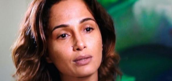Camila Pitanga se emociona em entrevista para o 'Fantástico'