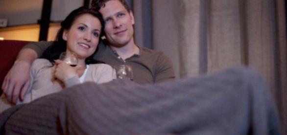 Casal que vê filmes e seriados juntos são mais felizes, diz estudo
