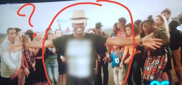 W9 floute le T shirt de Black M demandant Justice pour Adama Traore !