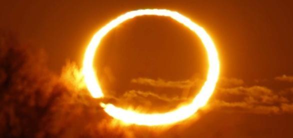 El efecto del eclipse anular provocó que un aro de fuego fuera visible en los cielos de África.
