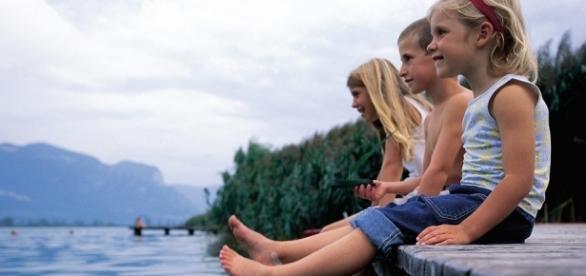 Immer schön cool bleiben! Kinder im Sommer am See