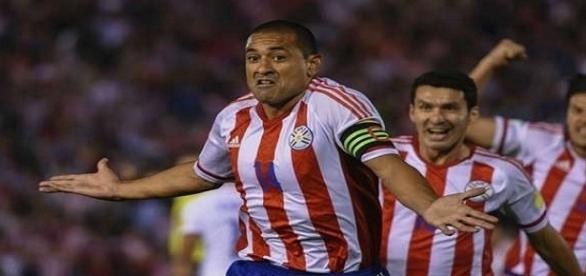 Paraguaios comemoram um dos gols da vitória contra o Chile