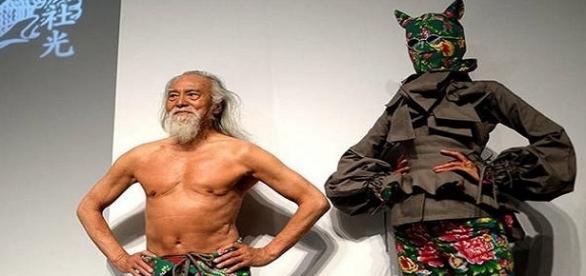 Wang Deshun é o modelo mais velho contratado por uma agência de moda