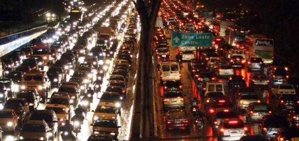Alto índice de congestionamentos pode mudar comportamento dos cidadãos