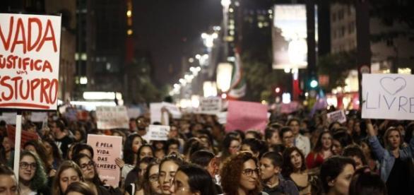 As recentes manifestações contra a cultura do estupro são fundamentais para promover um debate contínuo.