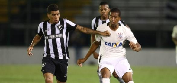 Com gols de Yuri e Kanu, Botafogo faz festa na casa corintiana e é campeão da categoria sub-20 pela primeira vez