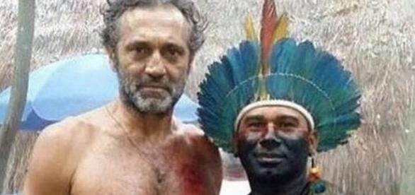 Domingos Montagner com o índio em gravação de Velho Chico