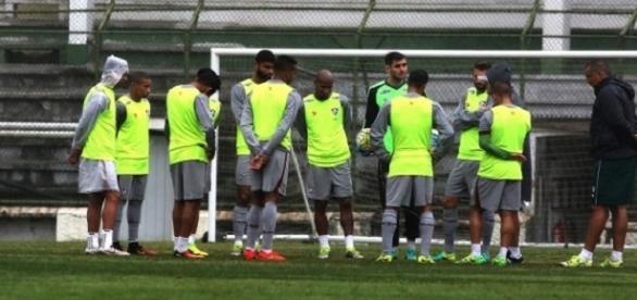 Levir orienta possível equipe titular do Fluminense para jogo decisivo na Copa do Brasil (Foto: Nelson Perez/Divulgação FFC)