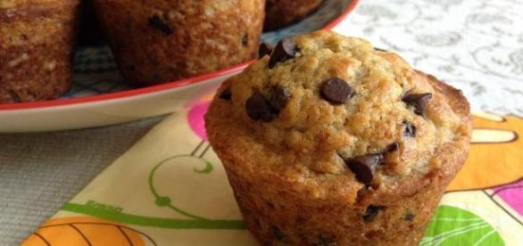 Los muffins de plátano y chocolate van bien a cualquier hora del día