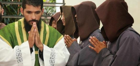 Padre Rodrigo Maria é contra o comunismo
