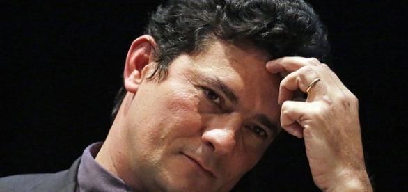 Sergio Moro revoga prisão de Guido Mantega