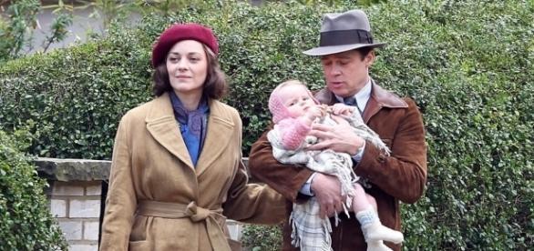 """Em """"Aliados"""", Max Vatan (Brad Pitt) descobre uma ligação entre sua esposa Marianne (Marion Cotillard) e os alemães e decide investigar o passado dela"""