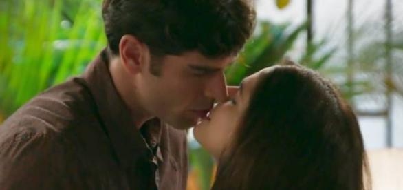 Felipe e Shirlei têm noite de amor (Divulgação/Globo)