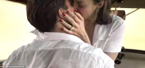 Le clip de promotion du film Allied fait la part belle aux scènes torrides réunissant Brad Pitt et Marion Cotillard