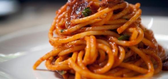 spaghetti alla amatriciana,un piatto classico e intramontabile.