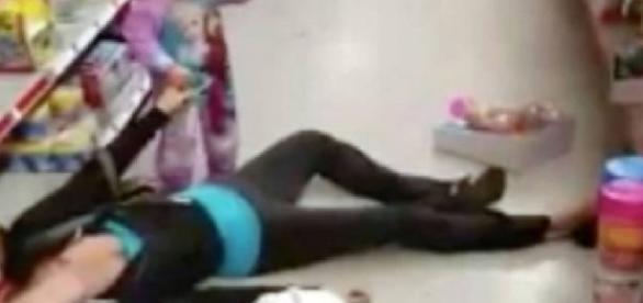 Mulher tem overdose e filha tenta ajudá-la