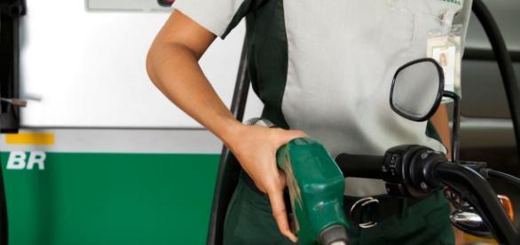Petrobras anuncia redução de preço na gasolina até o fim do ano