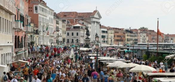 Venecia, con un gran número de turistas por sus calles.