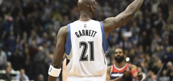 Kevin Garnett dice adiós al baloncesto activo 21 años después
