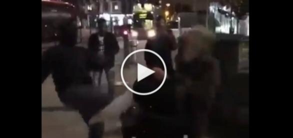Atak uchodźcy na starszego mężczyznę w Anglii.