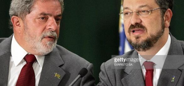 Ex-minitro Antonio Palocci é acusado de ter conta corrente com a Odebrecht