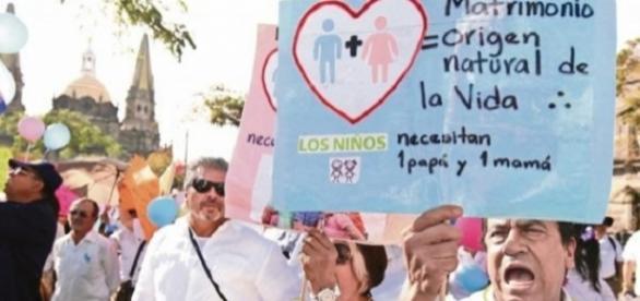 Mexicanos fazem segundo protesto contra agenda pró-gay de Enrique Peña
