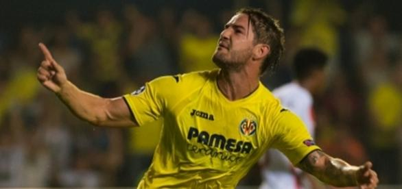 Pato comemora seu primeiro gol na liga das estrelas