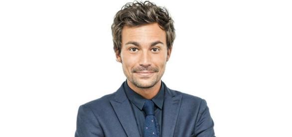 """Bertrand Chameroy présentateur de """"OFNI"""", sa nouvelle émission sur W9."""
