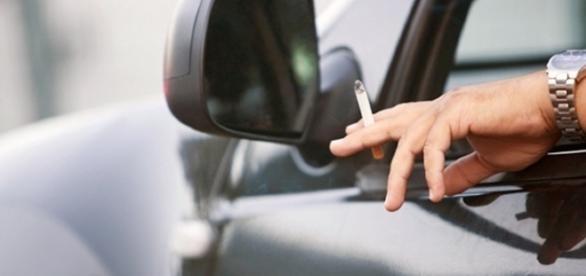 Curitiba prevê multa para quem fumar dentro de veículo com criança