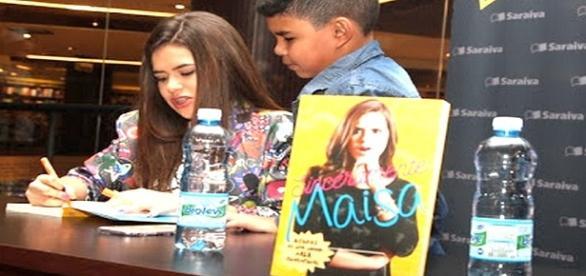 Em um shopping de São Paulo, Maisa Silva atendeu a todos com carinho