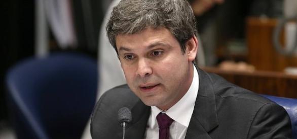 Polícia investigará suposta agressão contra Lindbergh Farias